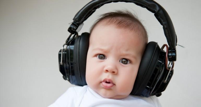 baby_wearing_headphones-770x410